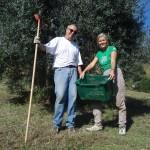 Michael und Heidi geschafft nach einem Olivenernte-Tag.