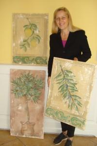 Malerin Karin Hoyler stellt ihre Fresco-Malereien am 9. November auf Schloss Aufhausen aus.