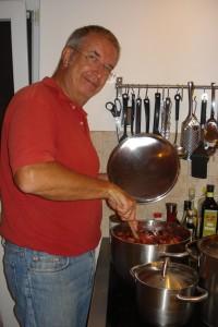 Michael kocht unsere Feigen zu leckerer Feigenmarmelade.