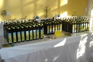 Reichlich Olivenöl Olio Piceno gibt es dank sorgfältig arbeitender Olivenbauern.