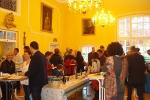 Die Gäste freuten sich über die schöne Atmosphäre im Rittersaal.