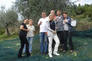 Ein Gläschen Weißwein zur Belohnung für die fleißigen Erntehelfer 2015