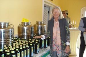 Da waren noch Olivenölflaschen da, als ich für dieses Foto posiert habe.