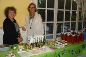 Antje Tucci, rechts, präsentierte unterstützt von Freundin Martina Limonolio, Tomatensugo und Trüffelprodukte.