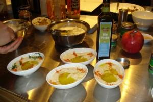 Hummus beim libanesischen Kochkurs - angemacht mit Olio Piceno