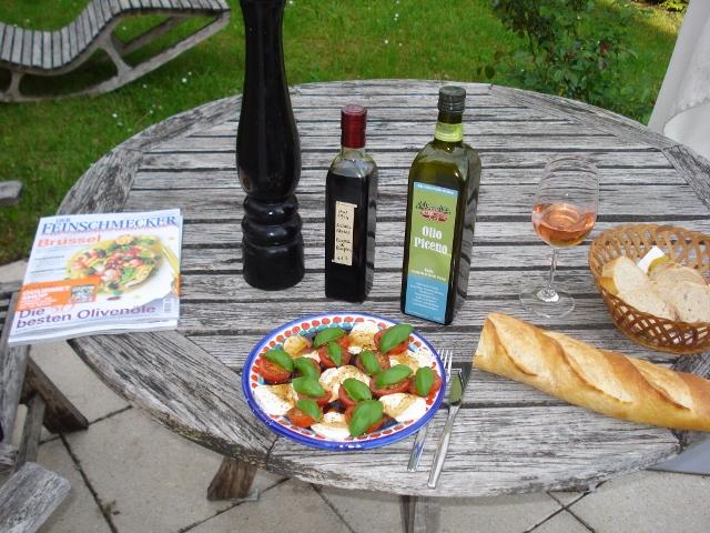 Immer wieder ein Genuss: Caprese, Tomaten, Mozzarella, Basilikum - und Olivenöl extra vergine!