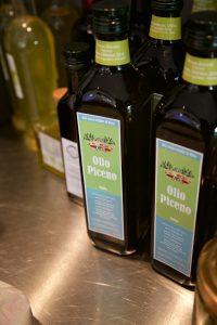 Ein paar Flaschen Olio Piceno haben wir noch - aber nicht mehr lange...