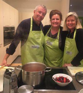 Sandra umrahmt von Michael und Heidi, den Olivenölschul-Gastgebern