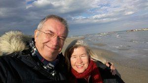 Mein lieber Mann Michael und ich Neujahr 2018 am Strand von Cupra Marittima.