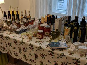 Unser Produkte-Tisch vor dem Ansturm am 25. November.